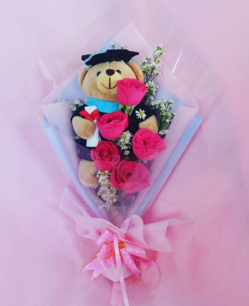 hand bouquet artificial buatan tangan dengan boneka zaenflorist code zn 09