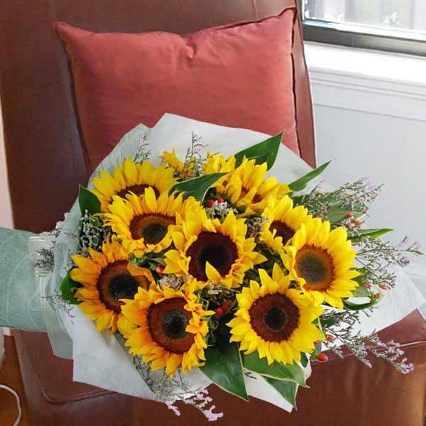 hand bouquet bunga matahari kombinasi warna hijau zaenflorist code zn 05
