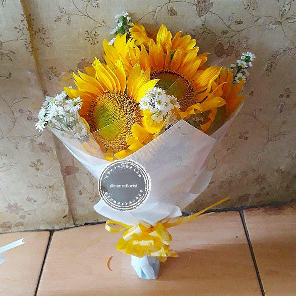 hand bouquet bunga matahari kuning putih zaenflorist code zn 01
