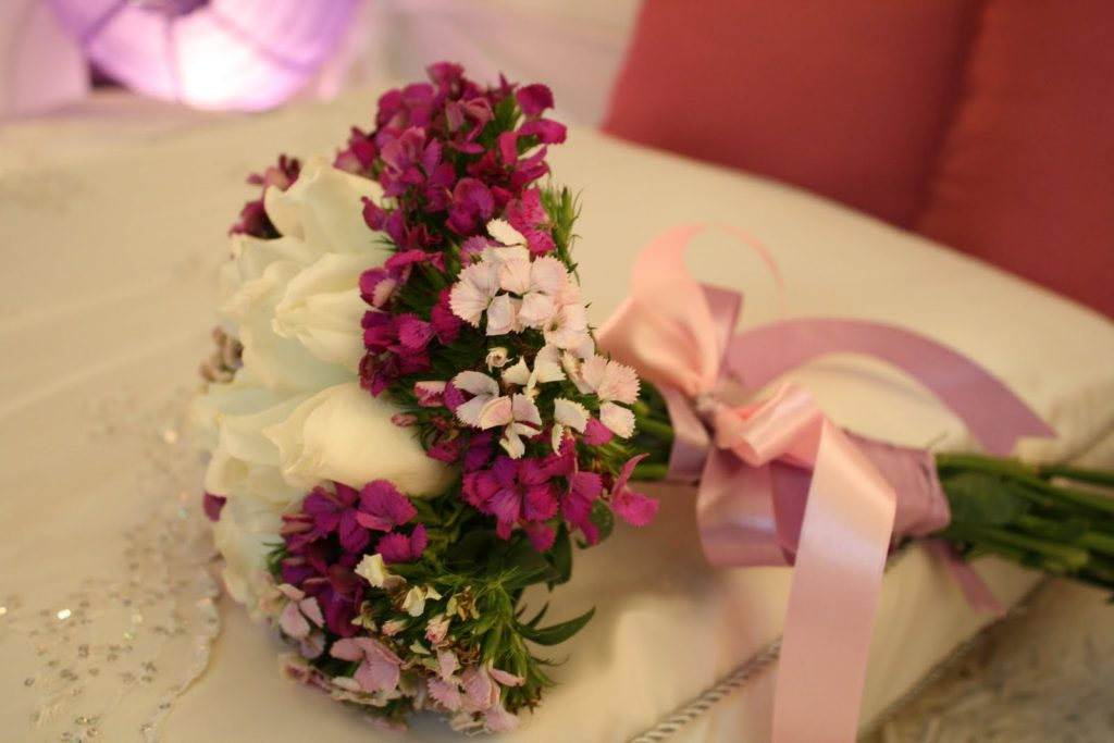 hand bouquet mawar simple zaenflorist code zn 04