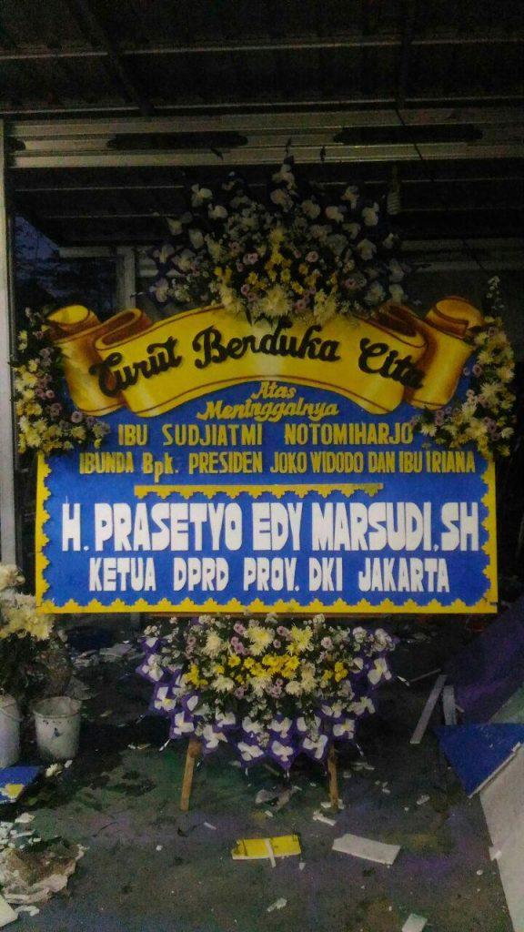 papan karangan bunga ucapan duka cita ibunda bapak presiden jokowi full bunga elegant zaenflorist code zn 202